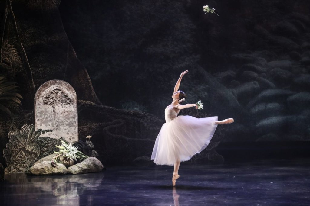 """1. C.Pegurelli (Giselle), """"Giselle"""" by L.van Cauwenbergh after J.Coralli and J.Perrot, São Paulo Dance Company 2021 © C.Lima"""