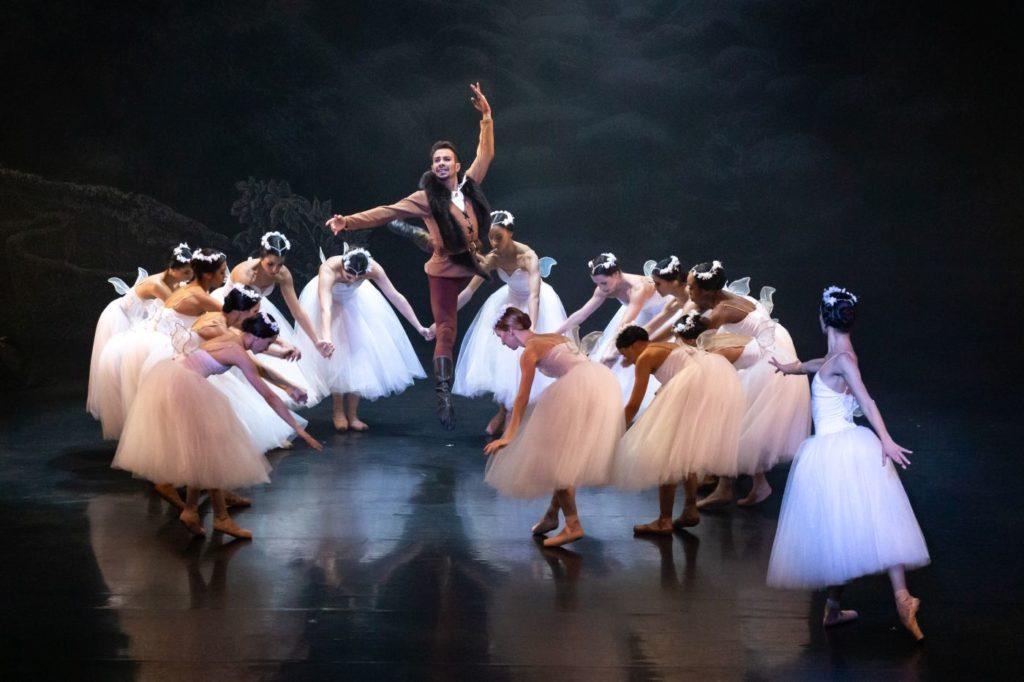 "16. D.de Paula (Hilarion), L.Davi (Myrtha), and ensemble, ""Giselle"" by L.van Cauwenbergh after J.Coralli and J.Perrot, São Paulo Dance Company 2021 © F.Kirmayr"