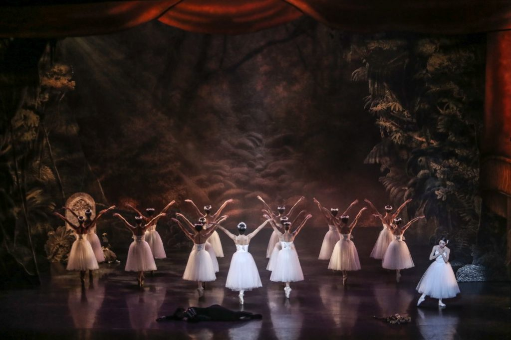 """9. C.Pegurelli (Giselle) and ensemble, """"Giselle"""" by L.van Cauwenbergh after J.Coralli and J.Perrot, São Paulo Dance Company 2021 © C.Lima"""