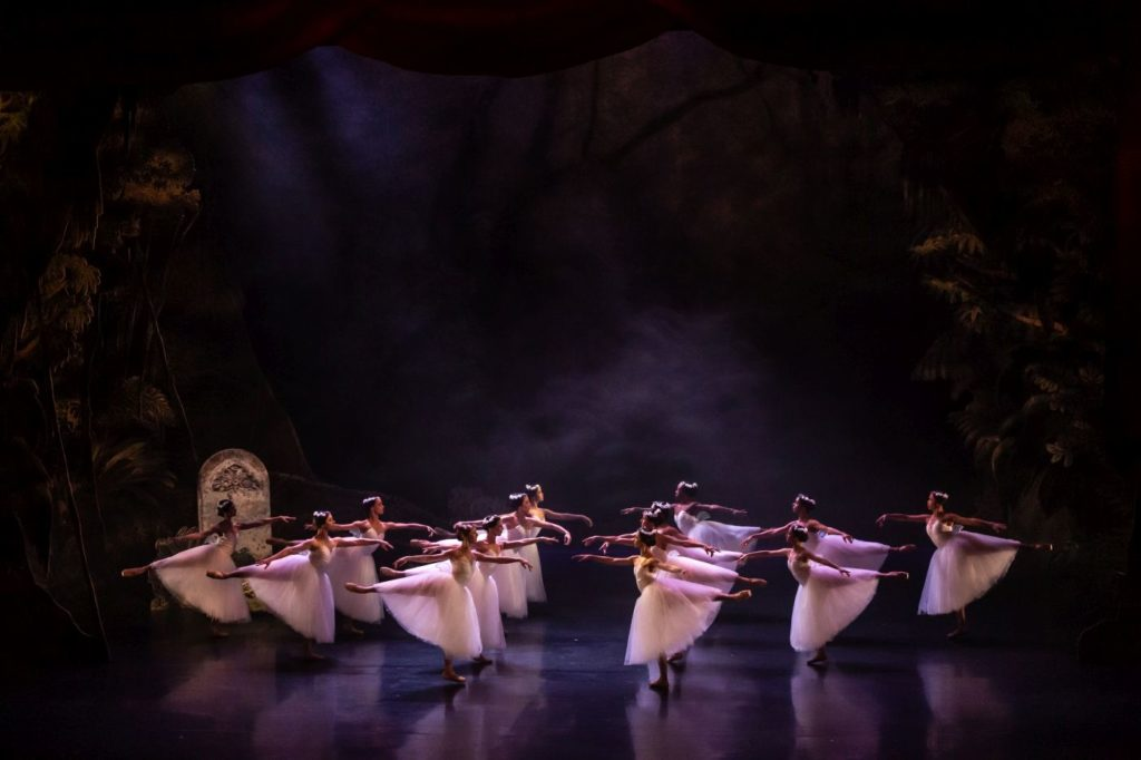 """12. Ensemble, """"Giselle"""" by L.van Cauwenbergh after J.Coralli and J.Perrot, São Paulo Dance Company 2021 © F.Kirmayr"""