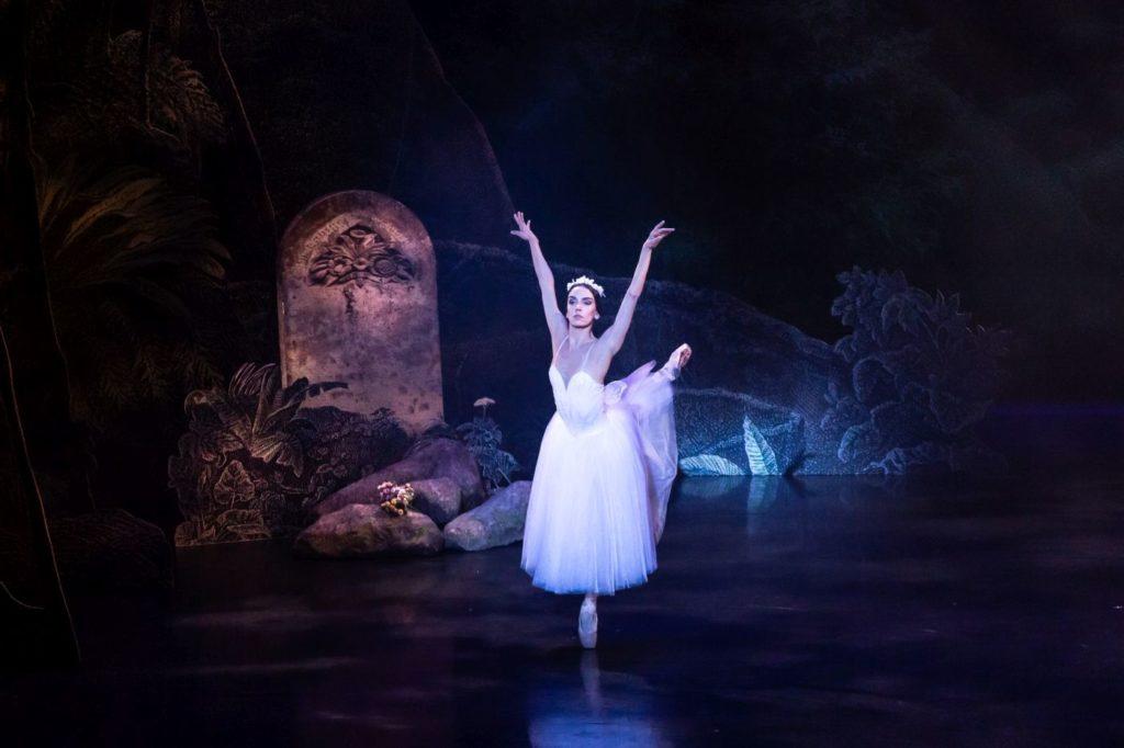 "11. L.Davi (Myrtha), ""Giselle"" by L.van Cauwenbergh after J.Coralli and J.Perrot, São Paulo Dance Company 2021 © F.Kirmayr"