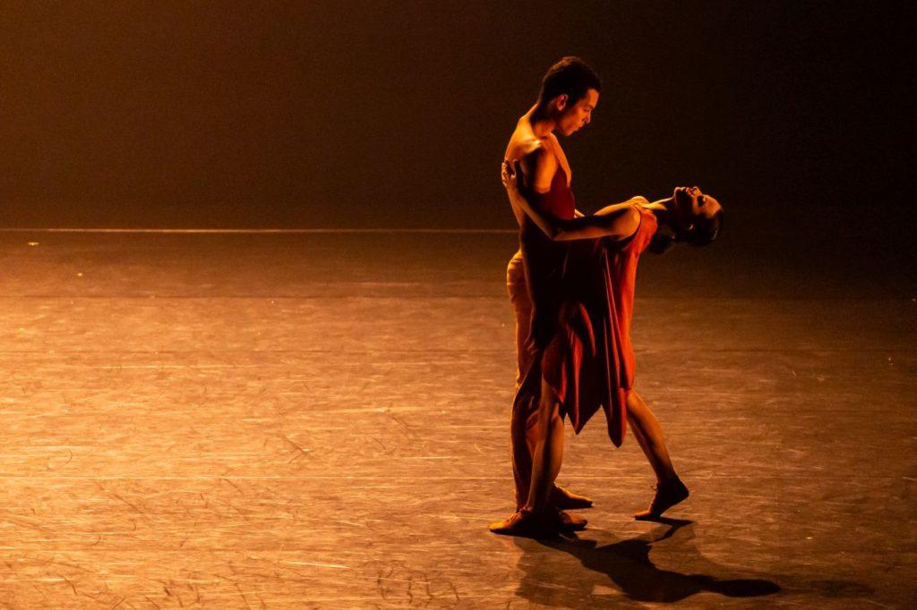 "18. L.Yuk and L.Barcelos, ""Agora"" by C.Abranches, São Paulo Dance Company 2021 © F.Kirmayr"